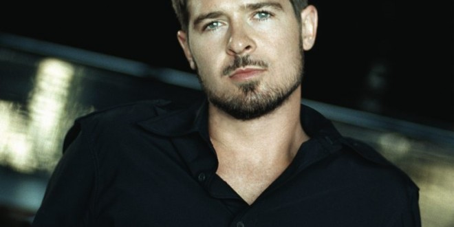 themusik_robin_thicke_2013_blur_red_line_love-660x330.jpg